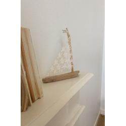 Petit bateau bois flotté et...